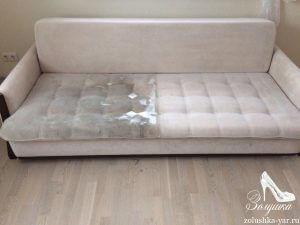Очень грязный бежевый диван