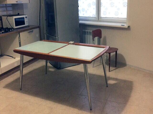 Кухонный стол до генеральной уборки кухни