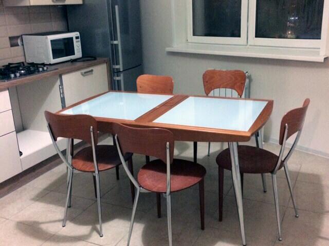 Кухонный стол после генеральной уборки кухни