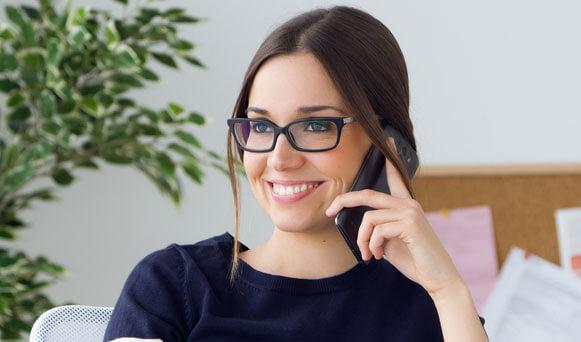 Портрет женщины в очках