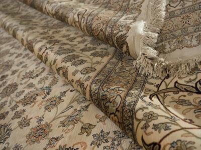 Складки коврового покрытия