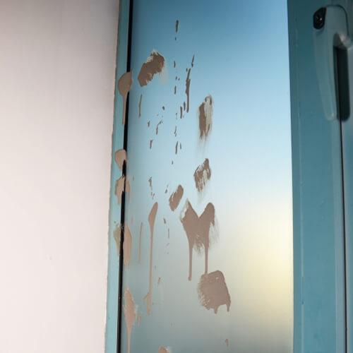 Загрязненное стекло
