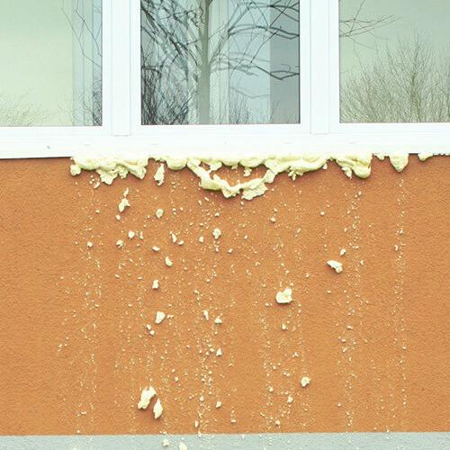 Стена с загрязнением из строительной пены