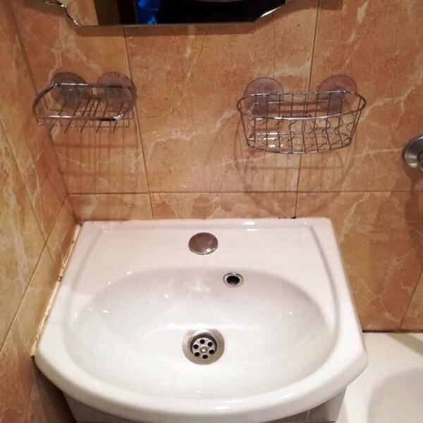 Отмытая раковина и зеркало