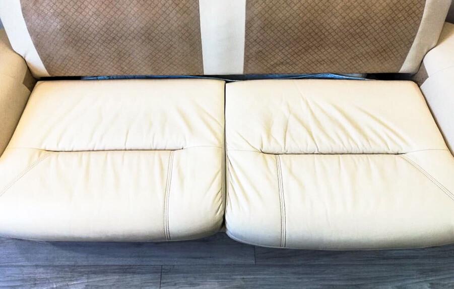 Мягкие подушки кресел после химчистки