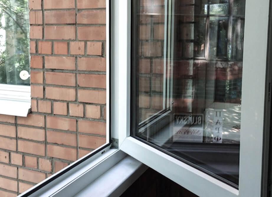 Пластиковое окно после мойки