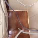 Отмытое пространство за посудомоечной машиной