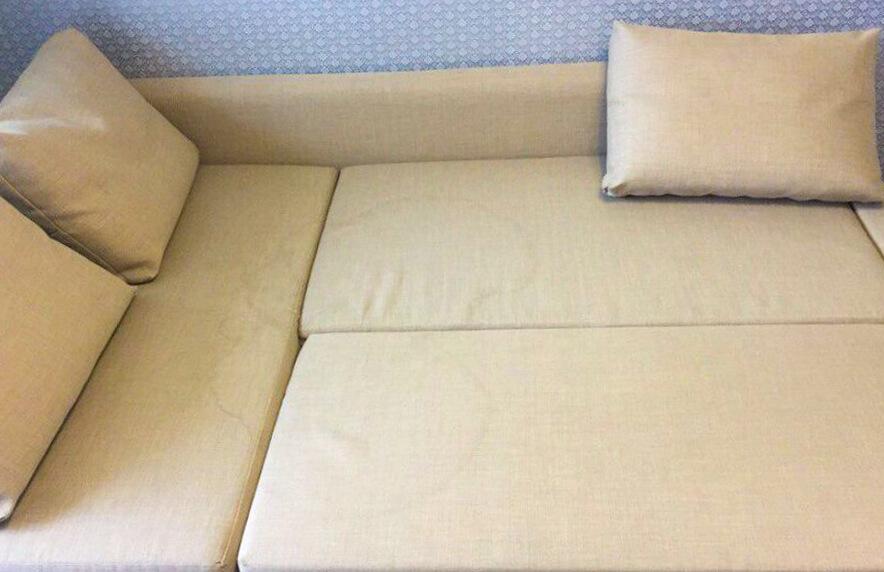 Диванные подушки с грязными разводами