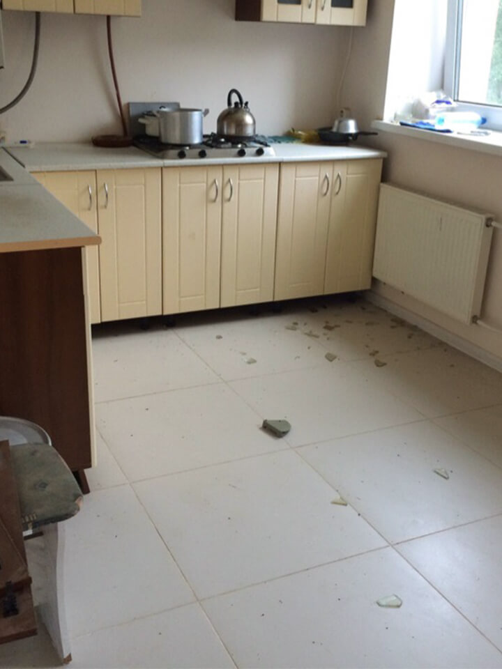 Кухня со строительным мусором
