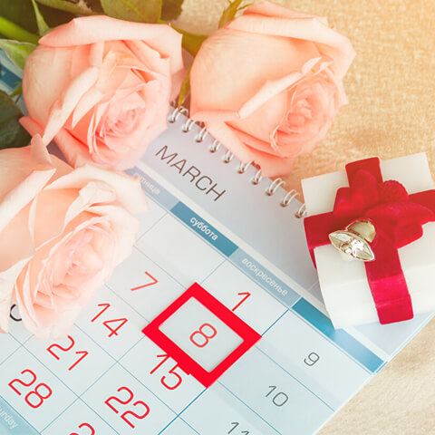 Holidays_March_8_Roses_Calendar_Three_3_Gifts_516158_1152x864