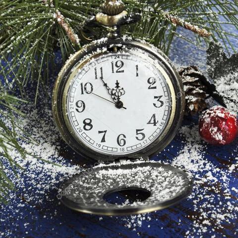 Карманные часы без пяти двенадцать в снегу