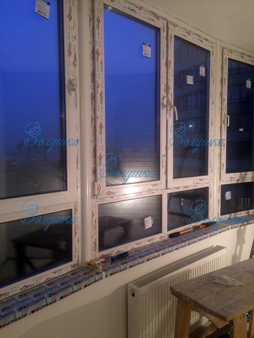 Пластиковое окно после установки с наклейками