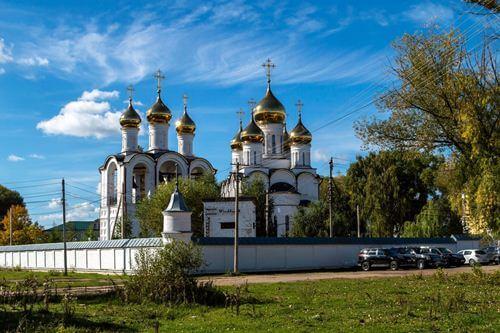 Белокаменный православный собор и звонница