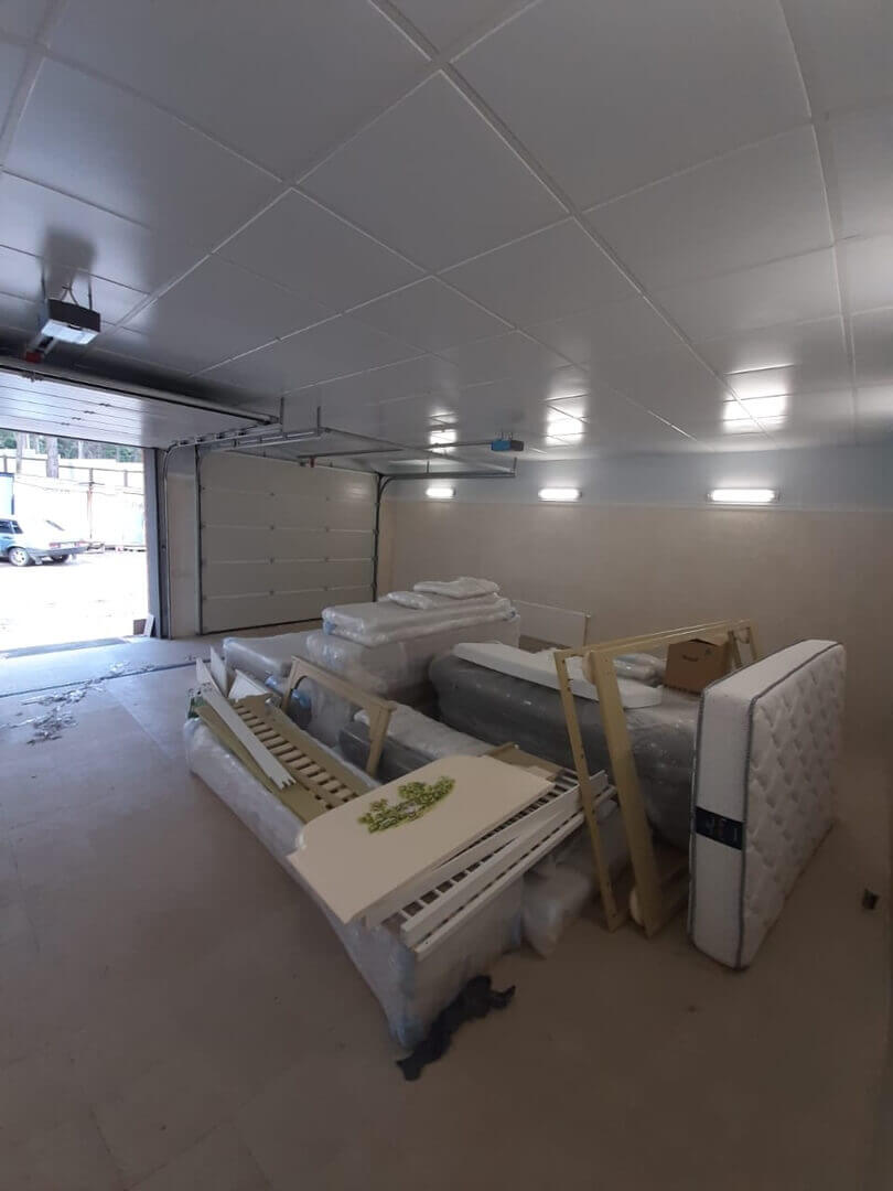 Подсобное помещение с мебелью до сборки