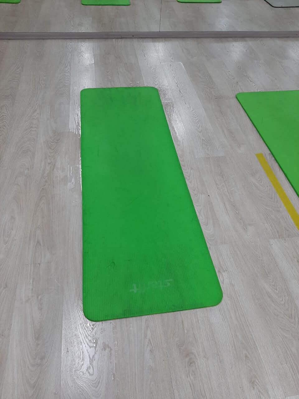 Зеленый спортивный мат