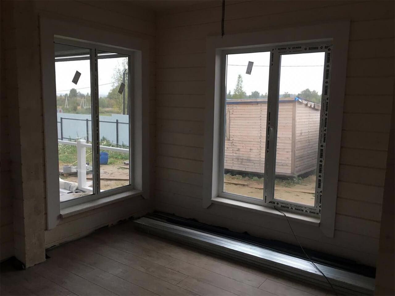Комната с двумя окнами после ремонта
