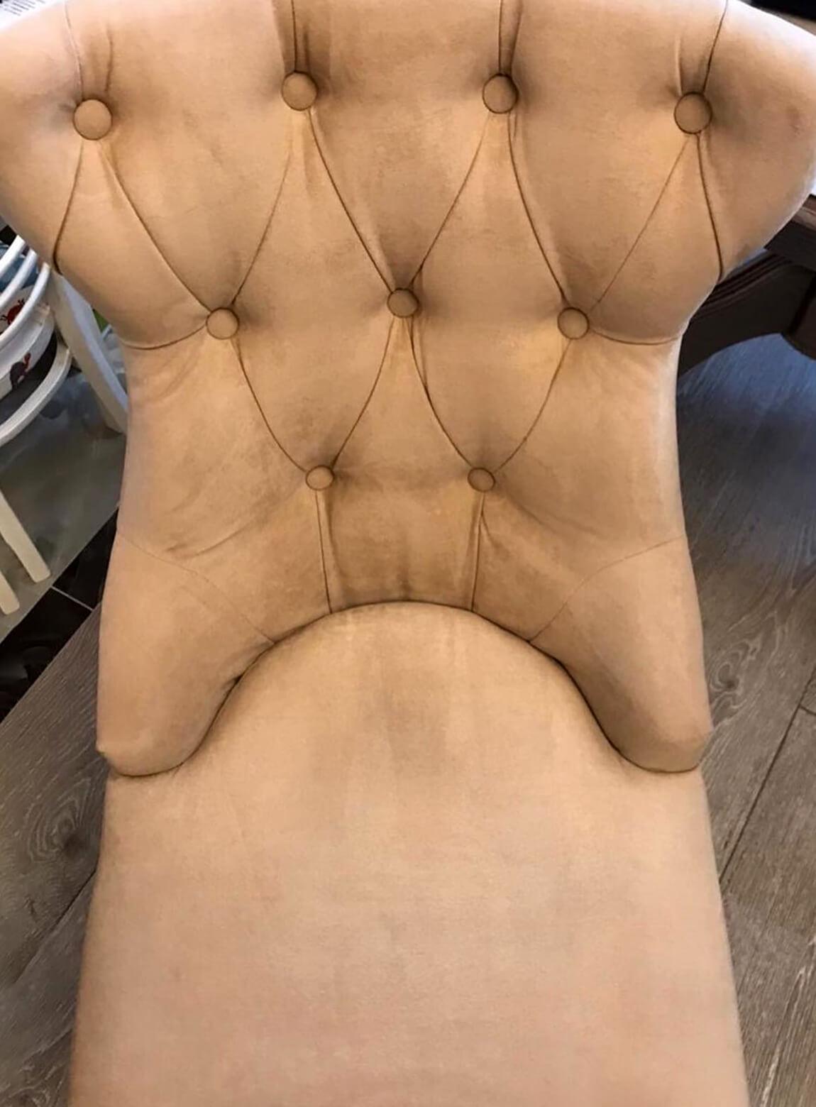 Мягкое кресло после чистки